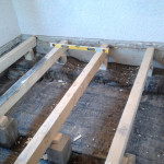Балки для деревянного пола в бане.