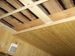 Устройство подшивного потолка в бане