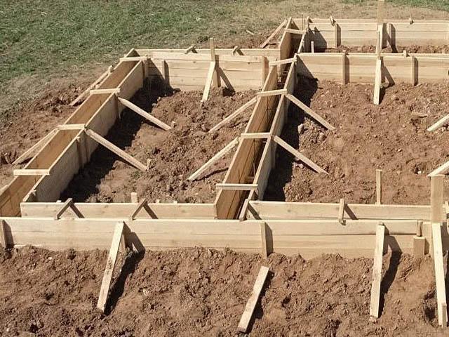Строить фундамент своими руками