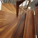 Термодревесина на ступенях лестницы