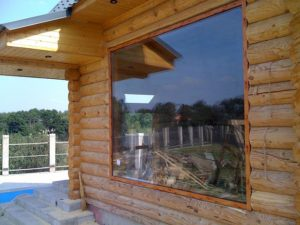 Панорамное окно в комнате отдыха