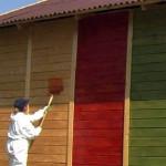 Красим деревянные поверхности