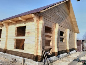 Чем покрасить деревянный дом внутри