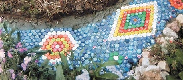 Садовые дорожки из бутылок