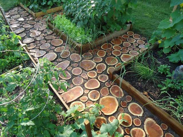 Садовые дорожки своими руками с малыми затратами из дерева