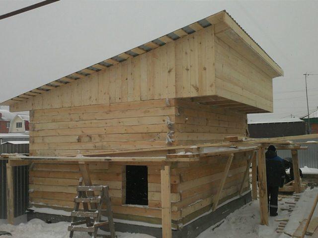Баня с односкатной крышей и верандой